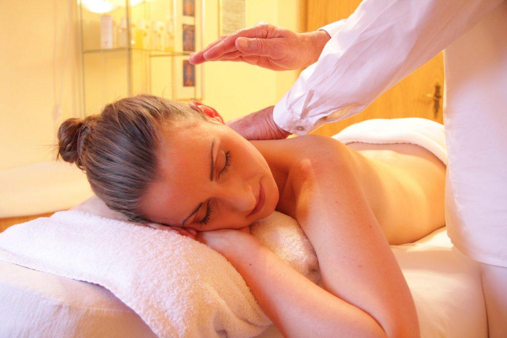 Les utilisations et les bénéfices de l'huile de massage